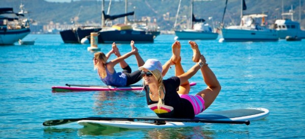fitness et yoga sur un stand up paddle