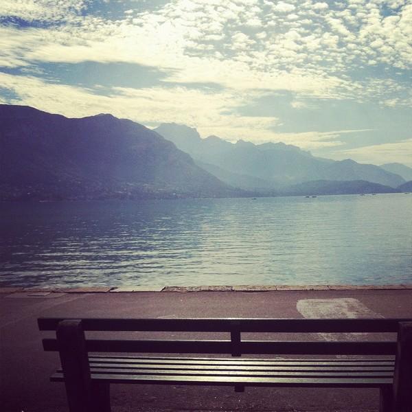 beau temps sur le lac d'Annecy ! vive l'automne !