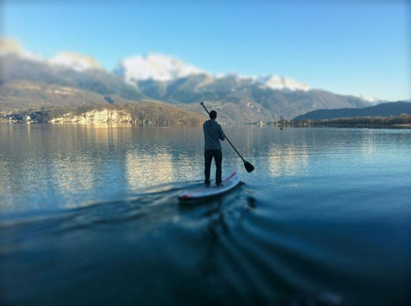 stand up paddle en hiver sur le lac d'Annecy