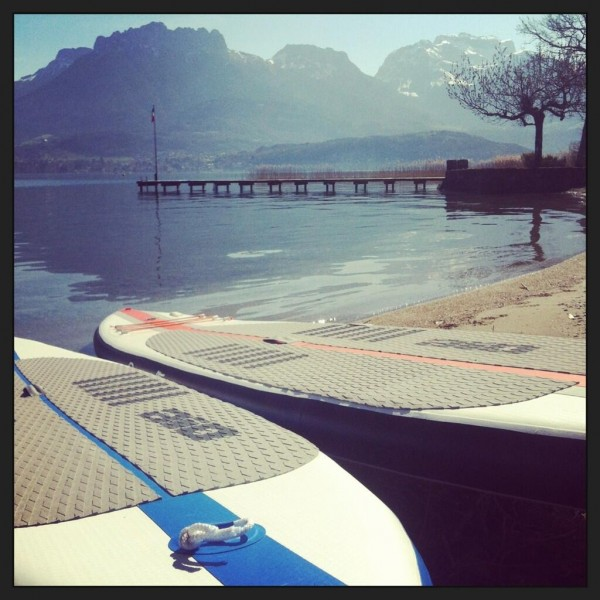 Conditions idéales pour la pratique du stand up paddle sur le lac d'Annecy