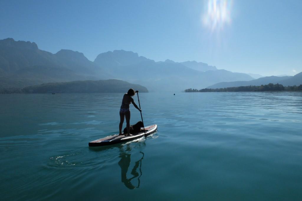 faire du paddle en automne sur le lac d'Annecy